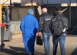 ISZW geeft vleesverwerkers 47 waarschuwingen voor onveilig werken